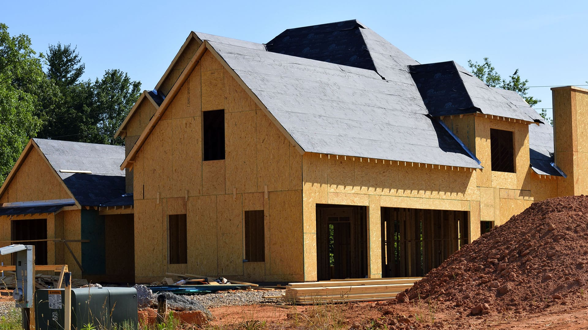 estand_roofing_single_project_before-min